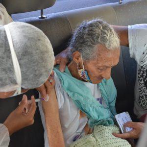 Concluída a vacinação de idosos com 85 anos ou mais, em Alagoinhas