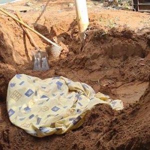 Homem é suspeito de matar companheira e enteada de 9 anos e enterrá-las no quintal de casa