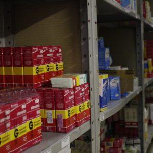 Balconista de farmácia na Bahia deve ser indenizada em R$ 10 mil após ser chamada de 'nega feia'