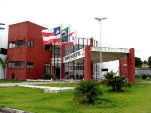 Após três funcionários testarem positivo para a COVID-19, presidente da Câmara de Alagoinhas decreta a suspensão da presença do público no plenário e do atendimento nos gabinetes