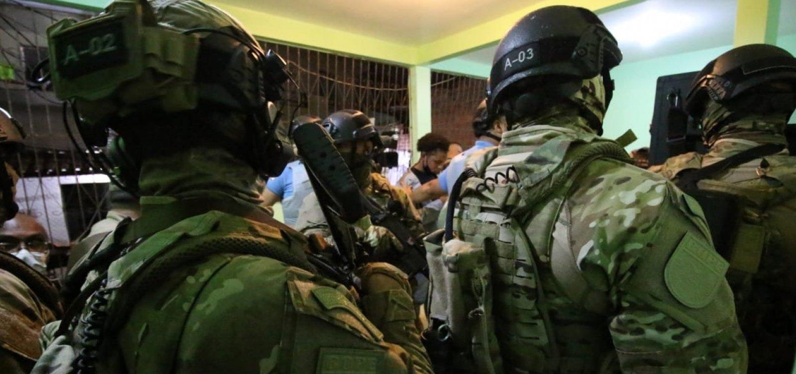 Família é libertada pela polícia após ser feita de refém no Iapi; três são presos