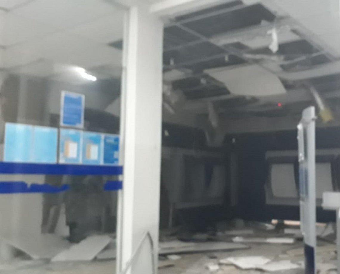 Bandidos explodem e destroem estrutura de agência bancária em Camacan; caixas eletrônicos foram atingidos