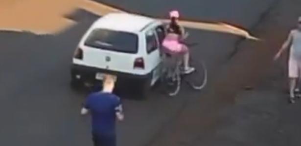 Homem que passou a mão e derrubou ciclista é preso no Paraná; vídeo
