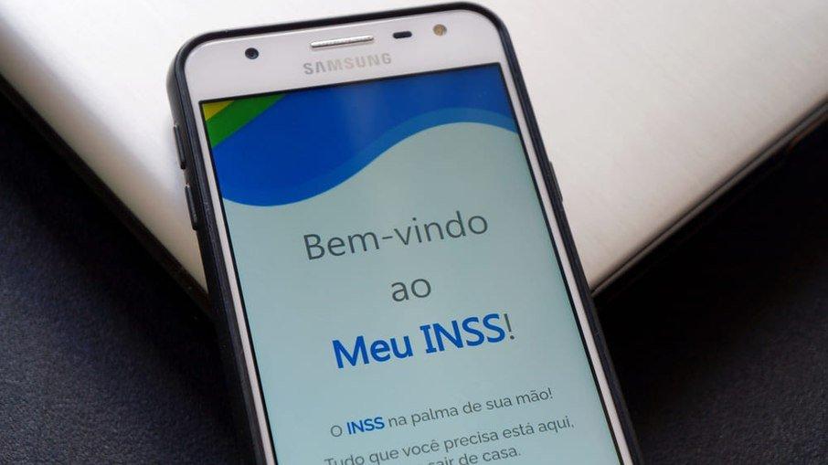 Fila do INSS cresce e ultrapassa 1,8 milhão de pessoas