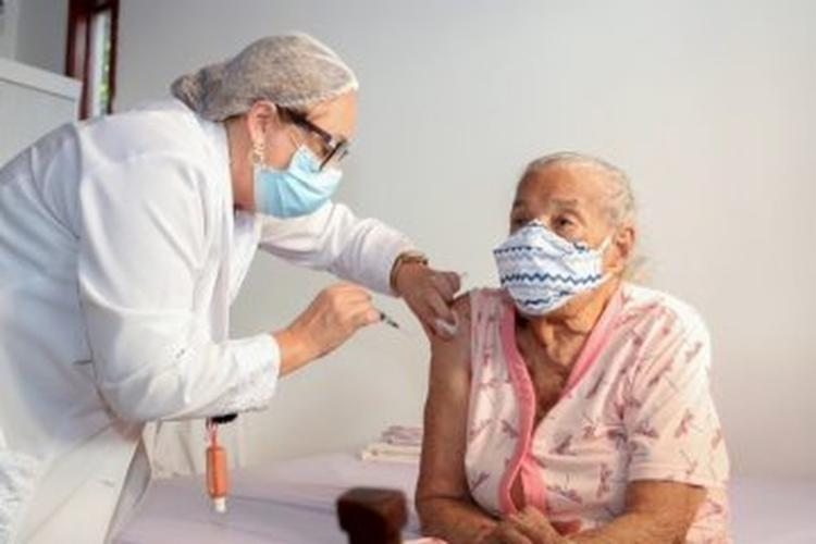 Covid: 20 municípios baianos se anteciparam e começaram a aplicar terceira dose