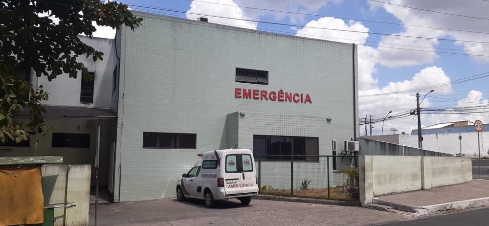 Após ser baleado em tentativa de assalto na BR-101, caminhoneiro é socorrido para o Hospital Dantas Bião