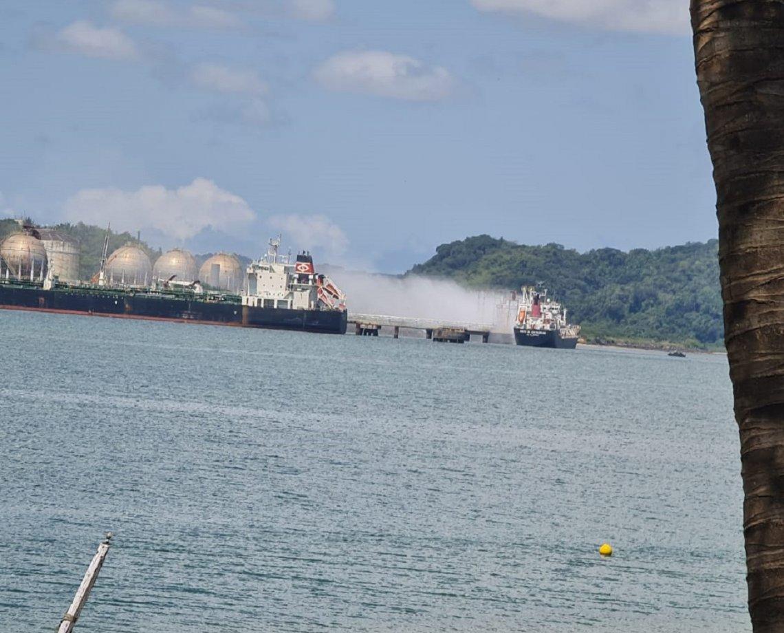 Forte explosão em navio gera pânico no Porto de Aratu e moradores filmam; situação teria ocorrido em setor de gás
