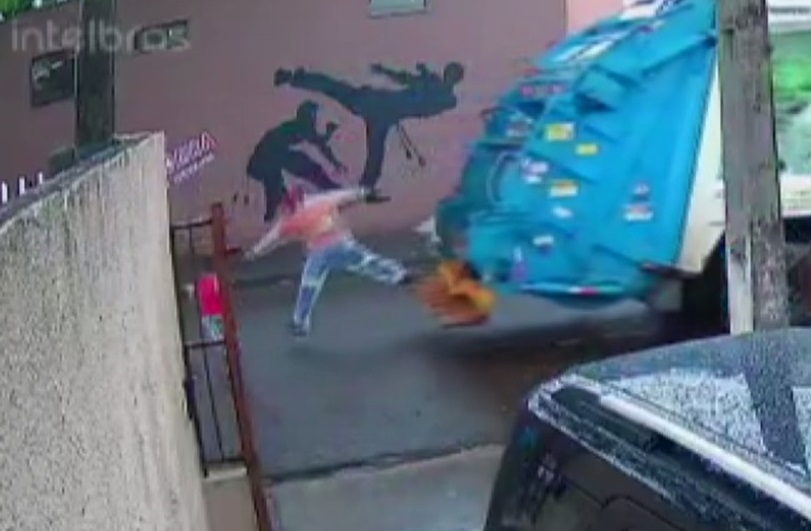 Vídeo: Coletor de lixo salva criança de ser atropelada no Paraná