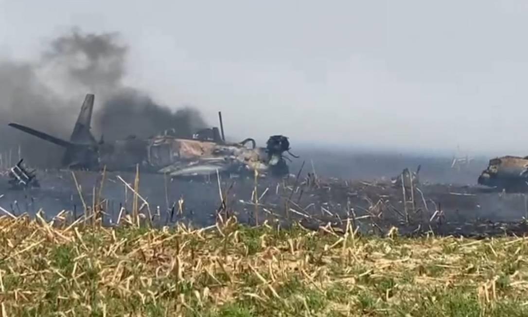 Piloto é ejetado de aeronave militar antes do avião cair em Campo Grande (MS)