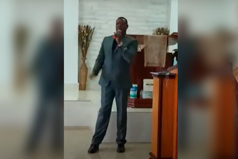 'Glorificado seja o nome do Senhor', diz pastor no púlpito antes de cair sem vida