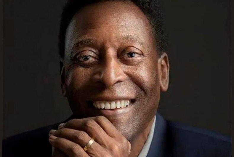 """Pelé recebe alta de UTI e vai para quarto após retirada de tumor: """"Estaremos juntos em breve"""""""