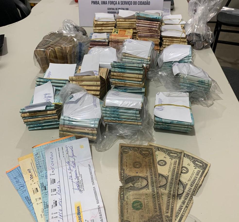 Mais de 60 pessoas são detidas em rinha de galo no sudoeste da BA; R$ 200 mil foram apreendidos