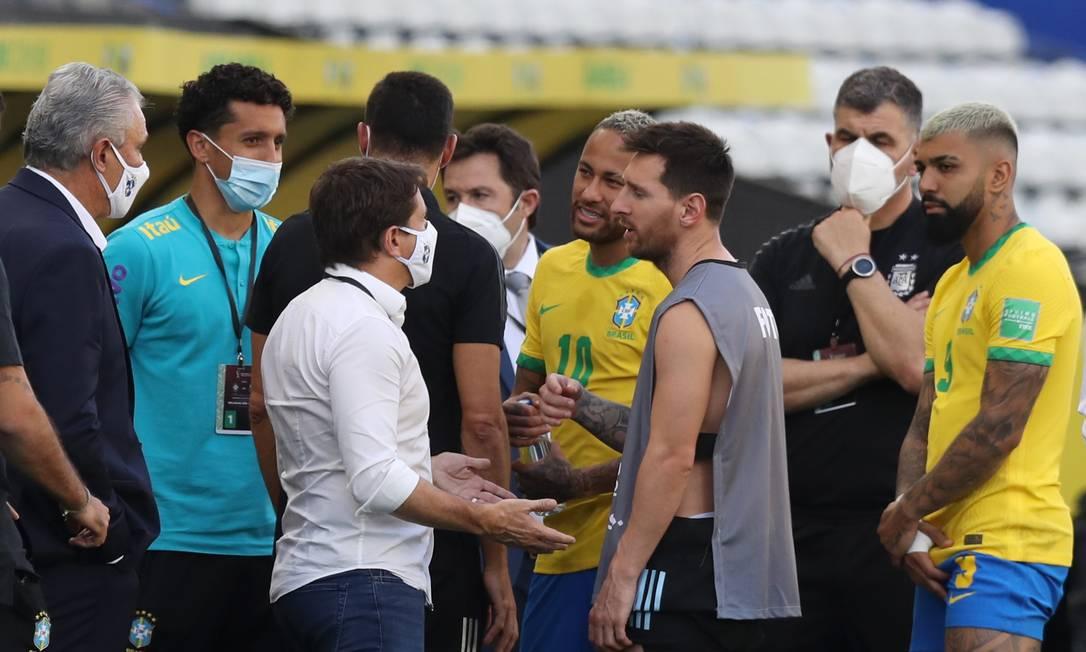 Brasil x Argentina é suspenso; decisão sobre a partida caberá à Fifa, informa Conmebol