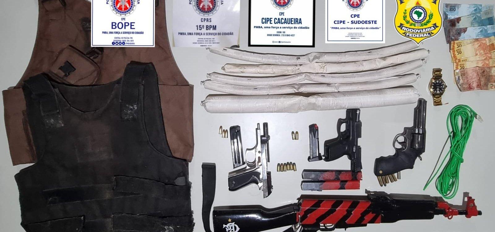 Quatro suspeitos de assalto a bancos são mortos após ação da polícia; armas e explosivos são apreendidos