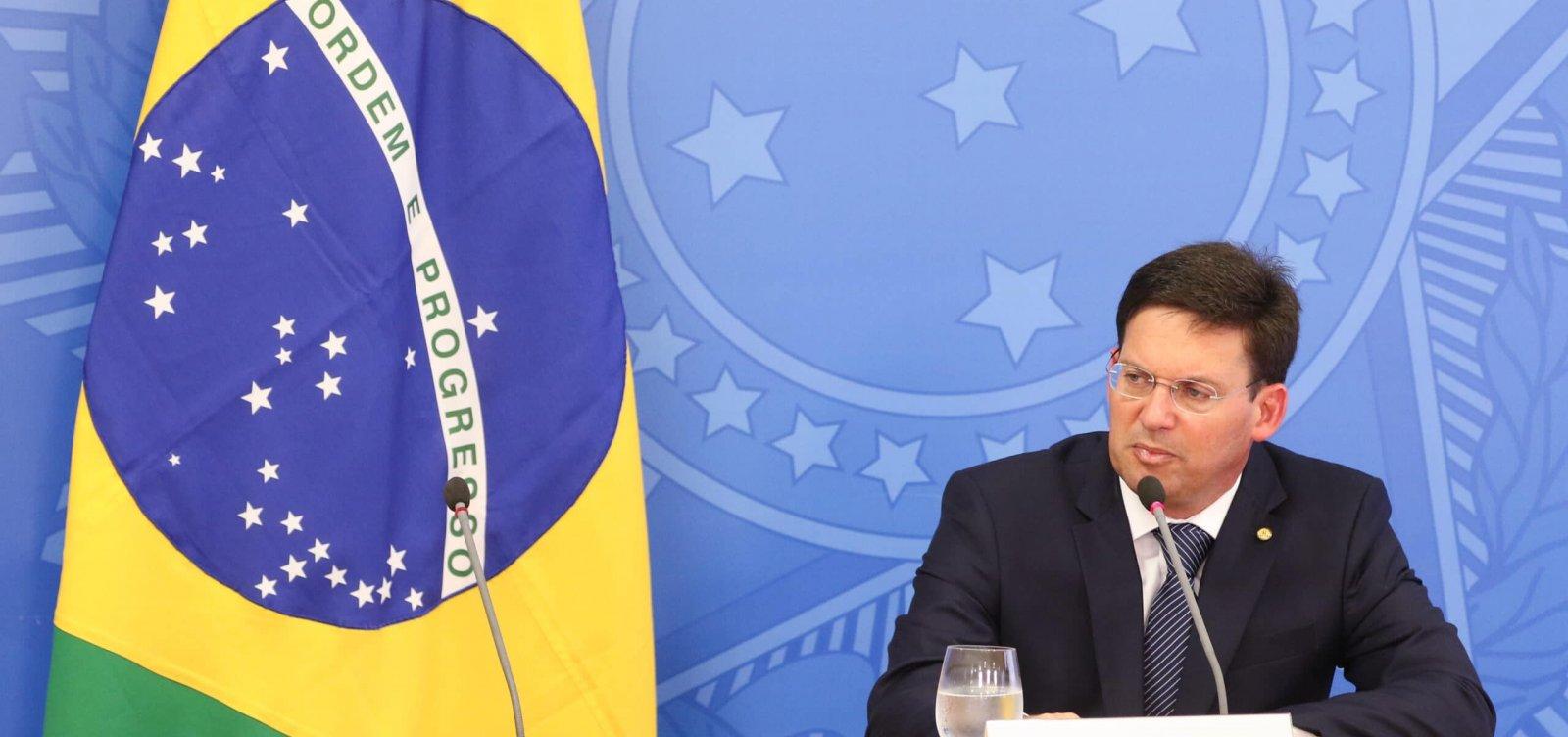 Auxílio Brasil de R$ 400 será pago a partir de novembro, anuncia João Roma
