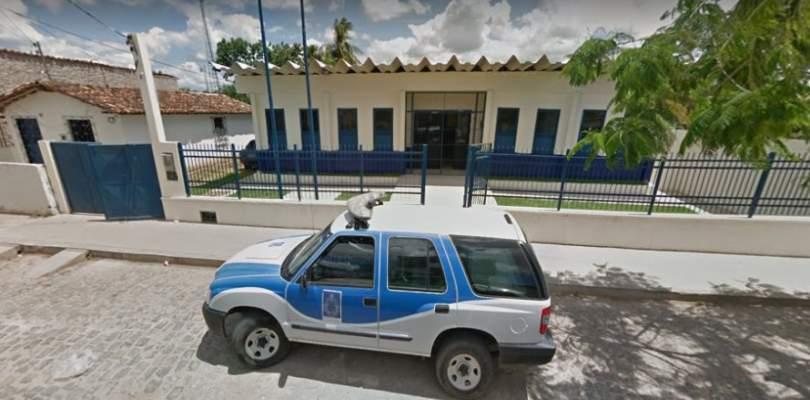 Homem é preso suspeito de agredir esposa com socos no rosto e nas costas no interior da Bahia