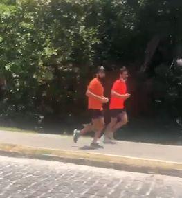 Correria pra 2022? Em Praia do Forte, Bellintani e ACM Neto correm juntos; veja