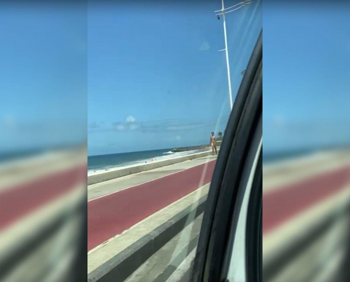 Peladão da Orla! Homem anda tranquilamente sem roupas em Salvador e assusta motoristas; assista