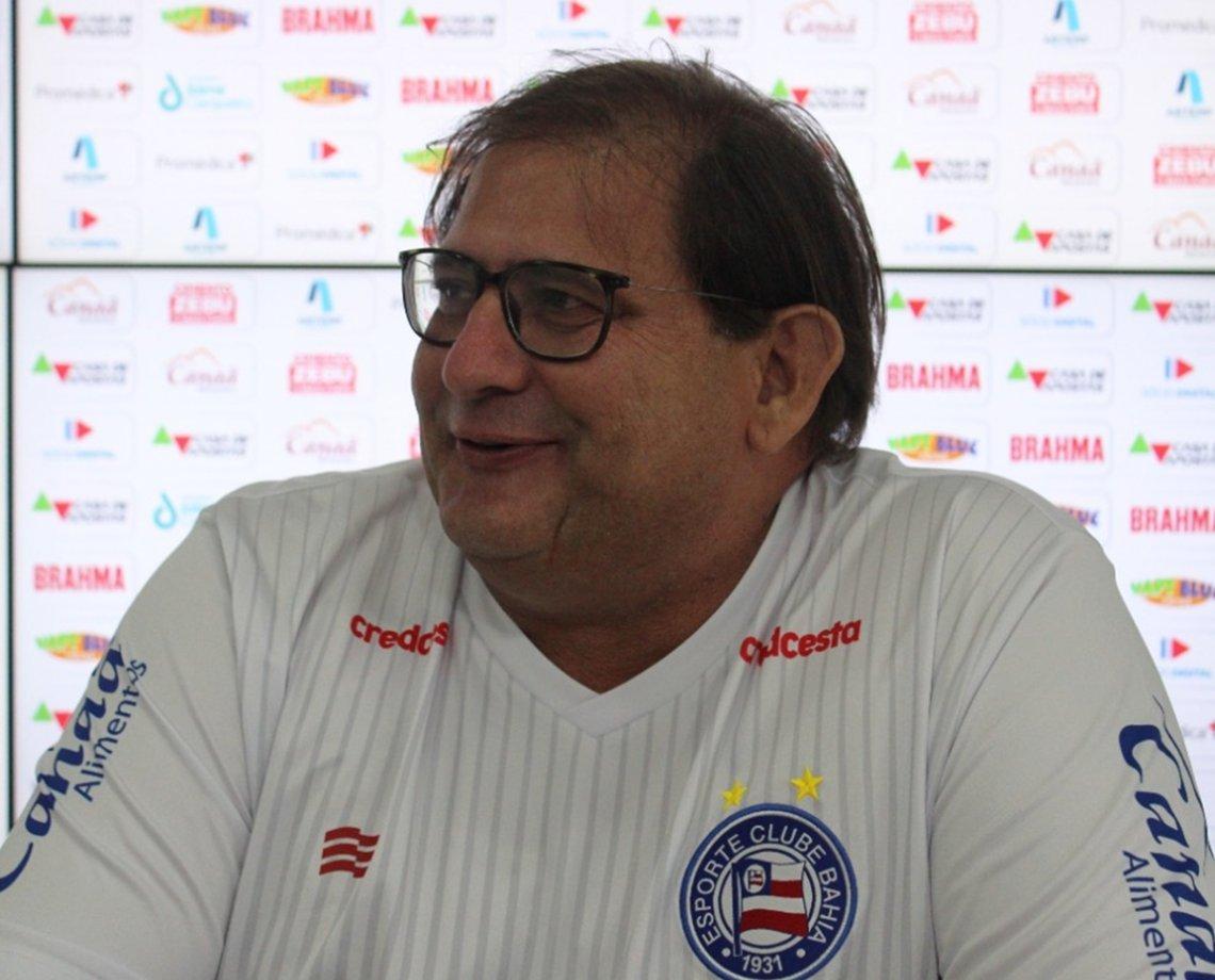 """Após vencer Athletico-PR na reestreia pelo Bahia, Guto Ferreira exalta jogadores: """"Se doaram muito"""""""