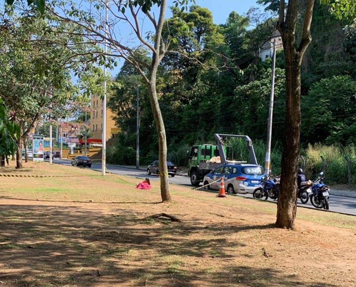 Mulher é executada na frente de três crianças na Avenida Ogunjá, em Salvador; criminosos estavam em carro branco