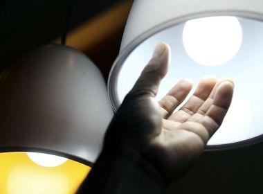 Redução da taxa extra na conta de luz só empurraria problema para 2022, dizem especialistas