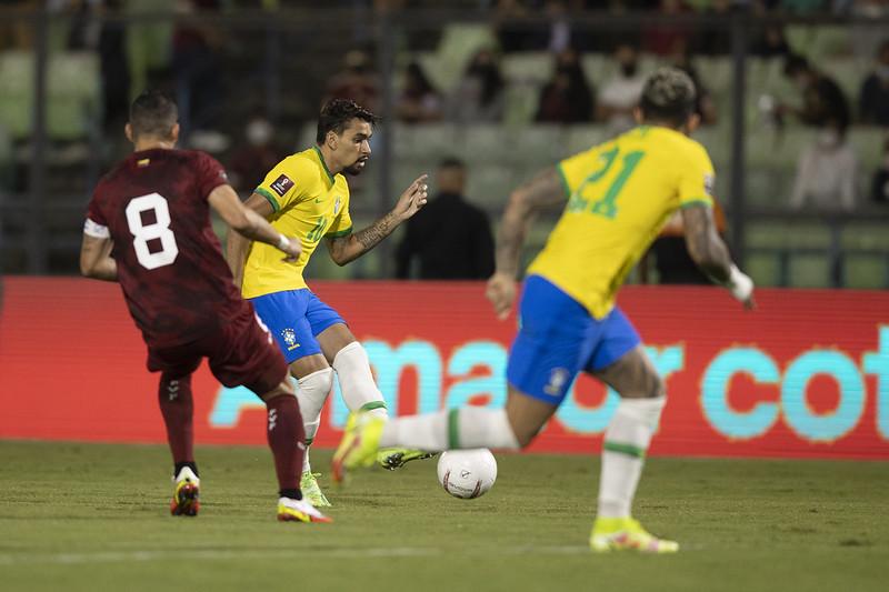 Brasil vira contra a Venezuela e continua invicto nas eliminatórias
