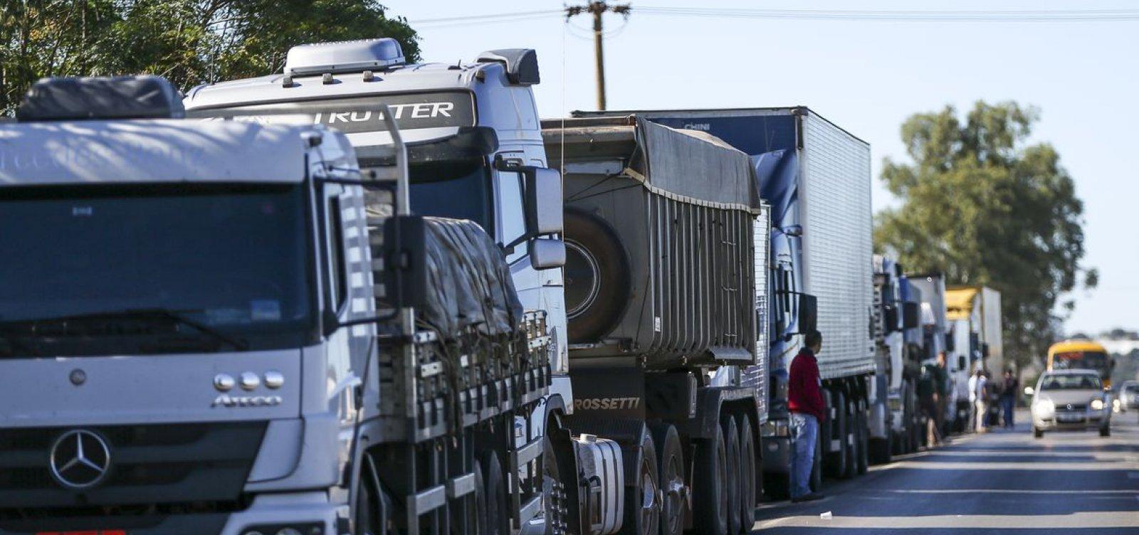 Caminhoneiros prometem greve no dia 1º se preço do diesel não baixar