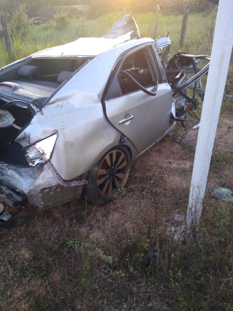 Jovem morre em acidente de carro na BA 504 em Aramari