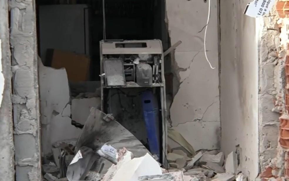 Cofre de posto de combustível é explodido em Simões Filho; suspeito é achado morto