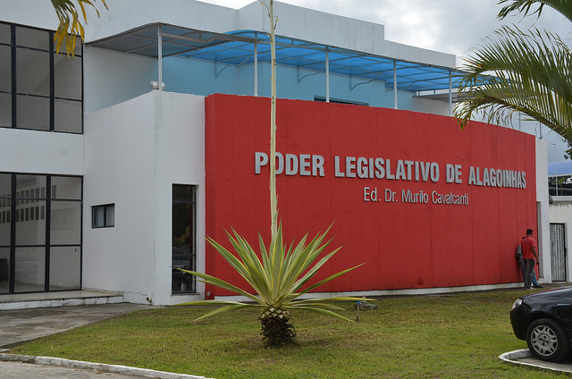 Câmara de vereadores em Alagoinhas homenageia Band Bahia pelos seus 40 anos; vídeo
