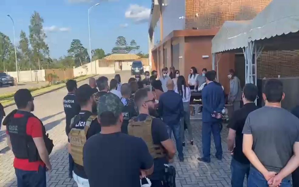 Corpo do delegado Marcelo Hercos é cremado na cidade de Alagoinhas na Bahia